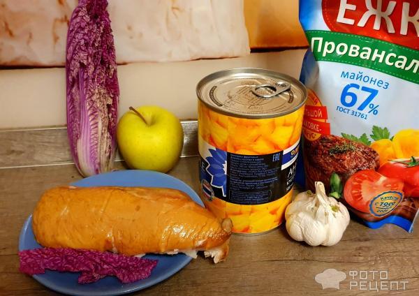 Ингредиенты для салата с копчёной грудкой и ананасами