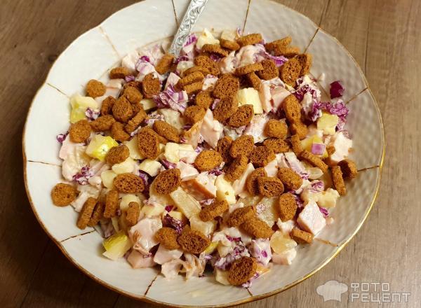 Салат с копчёной курицей ананасами