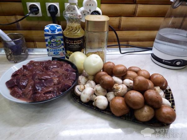 Говяжья печень с шампиньонами и гречкой фото