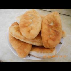 Рецепт: Пирожки с картошкой, яйцами, луком и зеленью