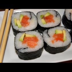 Рецепт: Суши с лососем и авокадо