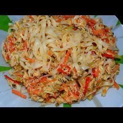Рецепт: Рисовая лапша с курицей и овощами