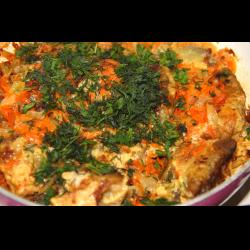 Рецепт: Навага тушенная с овощами и сметаной