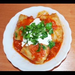 Рецепт: Голубцы из свино-говяжьего фарша в томатном соусе