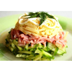 рецепт салата сыр,огурец,колбаса...