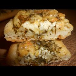 Рецепт: Батон с зеленью и сыром