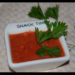 Рецепт: Пикантный соус к мясу из красной и черной смородины и крыжовника