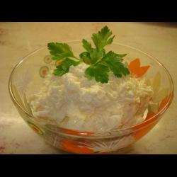 Рецепт: Салат с сыром, яйцами и чесноком