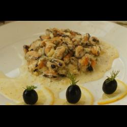 Рецепт: Мидии в сливочно чесночном соусе