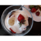 Фото Десерт из ягод с творожным кремом