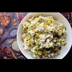 "Рецепт: Салат ""Ореховая курочка"" с фисташками и виноградом"