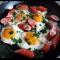 Фото Яичница с колбасками