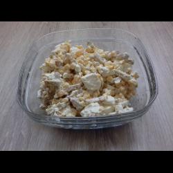 Рецепт: Салат с сыром Фета, кукурузой и сухариками