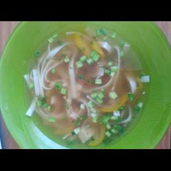 Рецепт: Суп с лапшой Удон пшеничной с вешенками и перцем чили