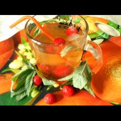Рецепт: Зеленый чай с клубникой и мятой (холодный)