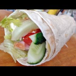 Рецепт: Ветчина в лаваше с овощами и сыром