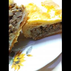 Рецепт: Пирог с мясом из Слоеного теста