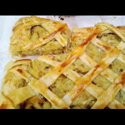 Рецепт: Пирог с картофелем и солеными огурцами