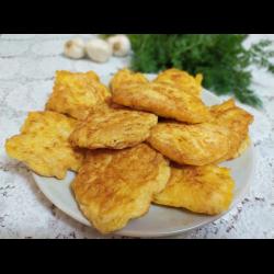 Рецепт: Куриные отбивные в воздушном сырно-чесночном кляре