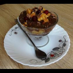 Рецепт: Десерт из шоколадного пудинга с бисквитом