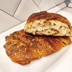 Рецепт: Сдоба с халвой и грецким орехом